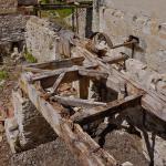 Découverte d'un bâti ayant supporté des meules de pierre