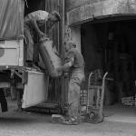 Chargement du camion à la main